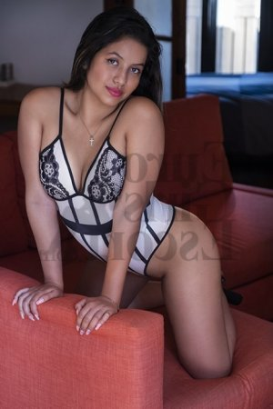 Hafidha escort girl in Castaic
