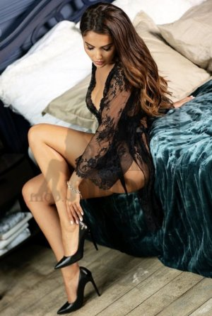 Azelia escort in Cooper City