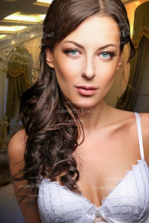 Laurina escorts