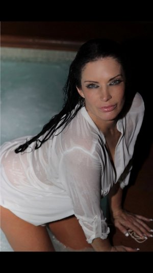 Lohanna escorts in Ellensburg